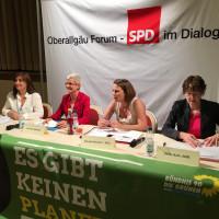 von links Ekin Deligöz, MdB (Bündnis 90/Die Grünen); Susanne Hofmann; Claudia Weixler, Geschäftsführerin der Gewerkschaft Nahrung-Genuss-Gaststätten; Ulrike Bahr, MdB (SPD)